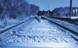 Illustration eines Mannes, der in die Bahnstrecke geht Stockfotos