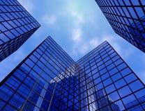 Illustration en verre bleue du gratte-ciel 3D d'immeuble de bureaux de vue de fenêtre Photos stock