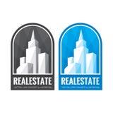 Illustration för begrepp för mall för fastighetvektorlogo i gråton- och blåttfärger Abstrakt byggnadstecken Cityscapeskyskrapor Royaltyfri Bild