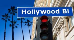 Illustration för Hollywood boulevardtecken på palmträd arkivbild