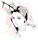 Illustration för mode för flickaframsidahand utdragen Kvinnligt v?nda mot h?rligt blommah?r henne kvinna stock illustrationer
