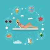 Illustration för vektor för begrepp för sommarstrandsemester i plan stil Härlig kvinnasolbadning i en vardagsrumstol tropiskt Royaltyfria Foton