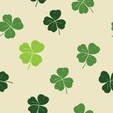 Illustration för vektor för modell för klotter för växt av släktet Trifoliumblad hand dragen sömlös Dagsymbol för St Patricks, ir Royaltyfri Bild