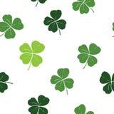 Illustration för vektor för modell för klotter för växt av släktet Trifoliumblad hand dragen sömlös Dagsymbol för St Patricks, ir Royaltyfri Foto