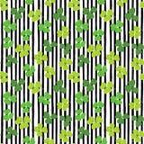 Illustration för vektor för modell för klotter för växt av släktet Trifoliumblad hand dragen sömlös Dagsymbol för St Patricks, ir Arkivbild