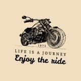 Illustration faite sur commande détaillée de moto de vintage La vie est un voyage, apprécient l'affiche de tour Couperet tiré par Image stock