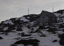 Illustration: gammalt hus på överkanten royaltyfri foto