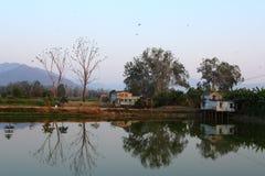 Illustration inversée sur le lac Photos stock