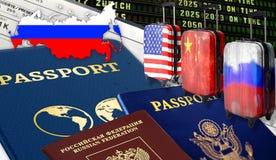Illustration mit einem US-Pass Rossiysky, Pass, Pass, drei Koffer mit chinesischen Flaggen, russisch und amerikanisch, Karten lizenzfreie stockfotos