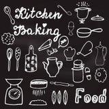 Illustration mit von Hand gezeichnetem Küchengeschirr und Nahrungsmitteln auf der Tafel Lizenzfreie Stockfotos