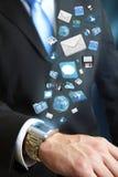 Illustration moderne de technologie des communications avec le téléphone portable et le comprimé dans des mains des hommes d'affai Photographie stock