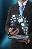 Illustration moderne de technologie des communications avec le téléphone portable et le comprimé dans des mains des hommes d'affai Image stock