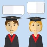 Illustration moderne de vecteur de conception plate des étudiants dans des robes d'obtention du diplôme sur le fond de couleur Photos stock