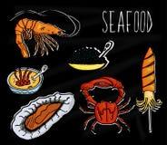 Illustration tirée par la main de la collection de fruits de mer Le tableau noir de vieille école avec les animaux marins colorés illustration stock
