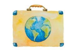 Illustrationen av en resväska med blå planetjord för lopp på en vit bakgrund målade vattenfärgen royaltyfri foto