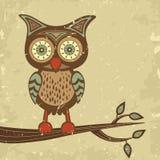 Gulliga retro utformar owlen som sammanträde förgrena sig på Fotografering för Bildbyråer