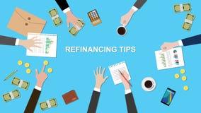 Illustrationen av refinancingen tippar diskussionsläge i ett möte med skrivbordsarbeten, pengar och mynt överst av tabellen Arkivfoton
