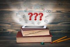 illustrationen 3d markerar den framförda frågan Begreppsmoln som kommer från skärmen av telefonen, böcker på skrivbordet Royaltyfri Fotografi