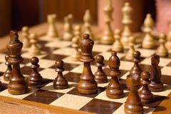 illustrationen för bakgrundsschackschackbrädet pieces white Arkivfoton