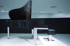illustrationen för black för bakgrund 3d isolerade den ljusa storslagna pianot Arkivbild