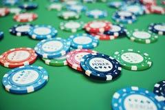 illustrationen som 3D spelar chiper, kort och pengar för kasino spelar på den gröna tabellen Verkligt eller online-kasinobegrepp Arkivfoto