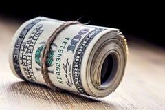 Illustrationsdesign des Sozialen Netzes über Weiß Dollarbanknoten gerollt in anderen Positionen Lizenzfreies Stockbild