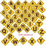 Illustrationvektorn av alfabetet och numret ställde in i gul vägsi stock illustrationer