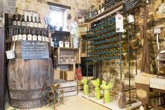 Illustrativ redaktörs- bild Matvaruaffär shoppar i Normandie, Frankrike Arkivfoton