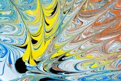 Illustrazione astratta di una combinazione di colori rossi, blu, gialli e neri su un modello basato e caotico bianco delle linee Fotografie Stock Libere da Diritti