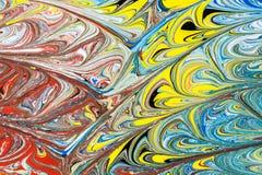 Illustrazione astratta di una combinazione di colori rossi, blu, gialli e neri su un modello basato e caotico bianco delle linee Fotografia Stock Libera da Diritti