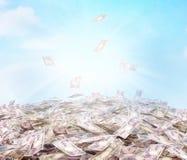 Illustrazione concettuale della valuta in denaro sul backg del cielo Fotografia Stock Libera da Diritti