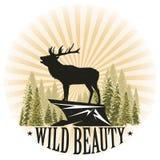 Illustrazione d'annata con una siluetta di un cervo al sole Scogliera alta della montagna e dell'abete rosso La bellezza ed il po royalty illustrazione gratis