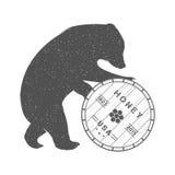 Illustrazione d'annata dell'orso con il barilotto di miele Fotografia Stock Libera da Diritti