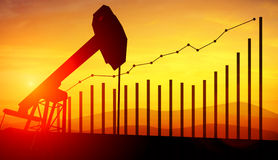 illustrazione 3d delle prese della pompa di olio sul fondo del cielo di tramonto Concetto dei prezzi del petrolio crescenti Immagini Stock Libere da Diritti