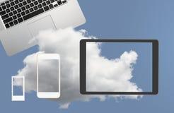 Illustrazione dei web service di calcolo della nuvola con lo smartphone Fotografie Stock Libere da Diritti