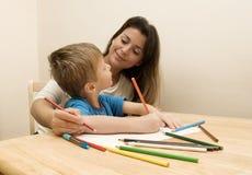 Illustrazione del figlio e della madre. Immagine Stock
