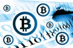 Illustrazione del fondo di valuta di Bitcoin blu-chiaro Immagine Stock