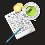 Illustrazione del gioco di Sudoku, tazza di tè verde e cracker Fotografie Stock Libere da Diritti