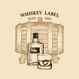 Illustrazione del whiskey di vettore Logo, etichetta con il barilotto di legno schizzato, bottiglia, vetro per il ristorante, bar illustrazione vettoriale