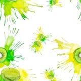 Illustrazione dell'acquerello del kiwi nella spruzzata del succo isolata su un fondo bianco illustrazione vettoriale