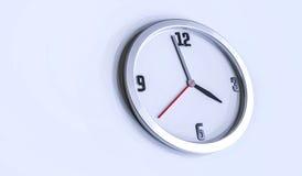 Illustrazione dell'orologio di parete 3d su fondo bianco Fotografie Stock