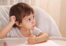 Illustrazione della bambina nel paese Immagini Stock