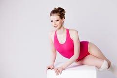 Illustrazione di balletto dancer ginnasta sorridente della giovane donna sulla a Fotografia Stock