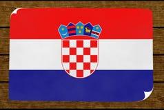 Illustrazione di una bandiera croata dipinta sul più papier incollato sulla parete legnosa fotografia stock libera da diritti