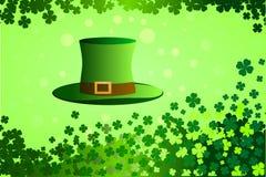 Illustrazione di vettore Cappello del giorno di St Patrick, quattro foglie, fondo verde Fotografia Stock Libera da Diritti