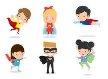 Illustrazione di vettore del fumetto dei supereroi del bambino che portano i costumi dei fumetti, bambini con i costumi insieme,  royalty illustrazione gratis