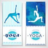 Illustrazione di yoga di vettore Manifesti di yoga con struttura dell'acquerello e la siluetta degli Yogi Progettazione di identi Immagini Stock