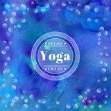 Illustrazione di yoga di vettore Nome dello studio di yoga su un fondo blu degli acquerelli Immagine Stock