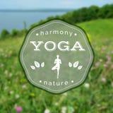 Illustrazione di yoga di vettore Nome dello studio di yoga su un fondo vago della natura Immagini Stock Libere da Diritti
