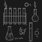 Illustrazione disegnata a mano di vettore Sketc delle icone del laboratorio di chimica Immagini Stock